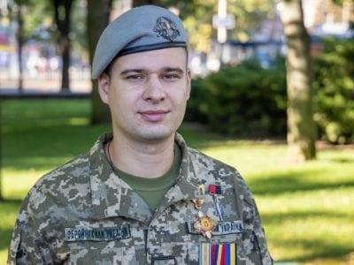 У Дніпрі врочисто вручено державну нагороду молодшому сержантові запасу Віталію Олійнику