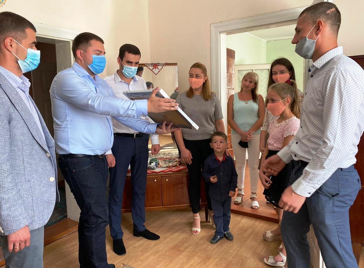 Багатодітній сім'ї учасника АТО з Львівщини придбали житло