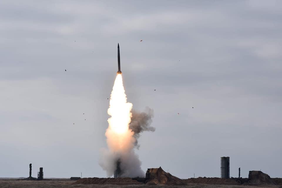 Біля Криму тривають пуски зенітних ракет