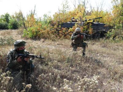 Воїни-десантники відпрацьовують тактичні дії на Приазов'ї