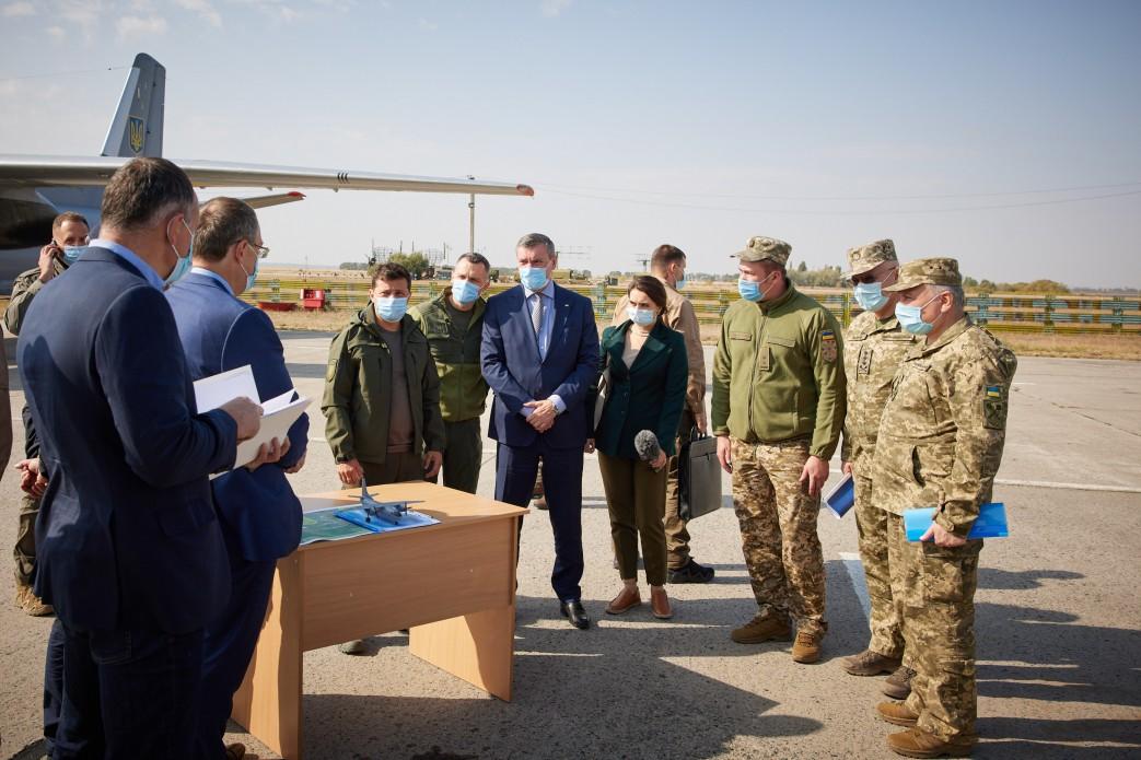 Президент відвідав місце катастрофи літака Ан-26 на Харківщині