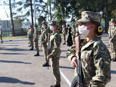У військових вишах навчається близько тисячі дівчат