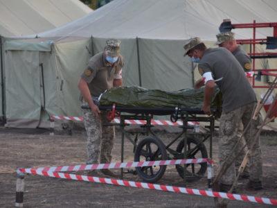 Під час «Об'єднаних зусиль — 2020» військові медики провели умовні оперативні втручання та евакуацію пацієнтів