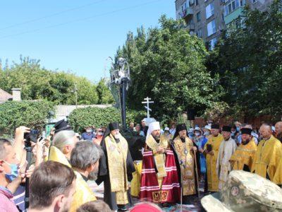 Митрополит Єпіфаній освятив у Маріуполі величну статую святого Архангела Михаїла