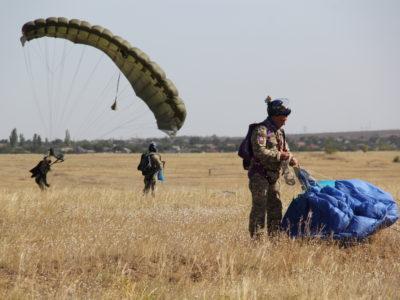«Об'єднані зусилля — 2020»: українські десантники вразили філігранною точністю приземлення