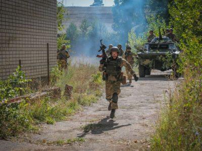 Військовослужбовці Президентського полку та держохорони разом протидіяли збройному нападу на об'єкти