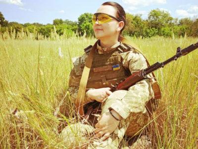 Після загибелі чоловіка-десантника Анна залишила вчителювання й пішла служити у його підрозділ