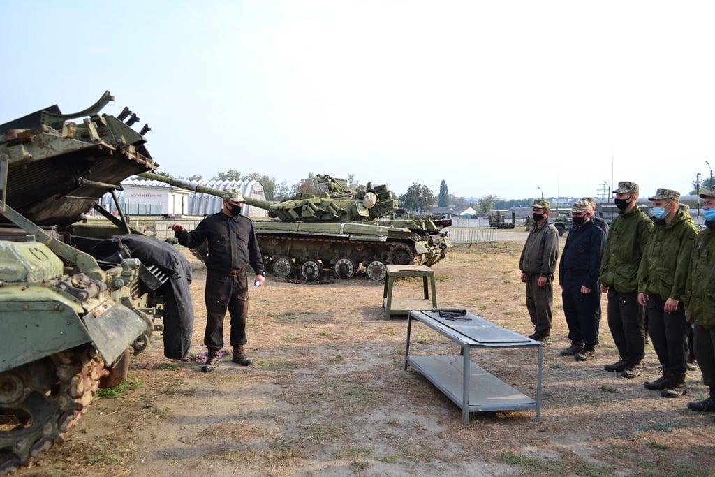Курсанти-танкісти розпочали готувати техніку до холодів