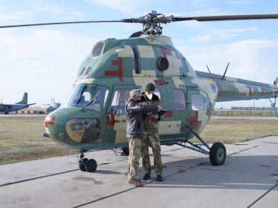 На гранично малій висоті вчаться літати курсанти-вертолітники