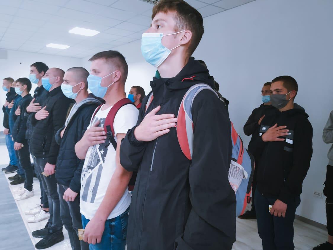 У Івано-Франківську урочисто відправили до війська 29 прикарпатців