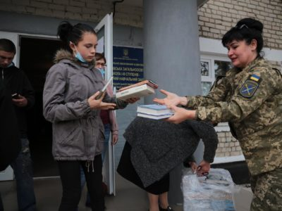 Представники Об'єднаних сил передали допомогу мешканцям Луганщини, які зазнали лиха внаслідок пожеж