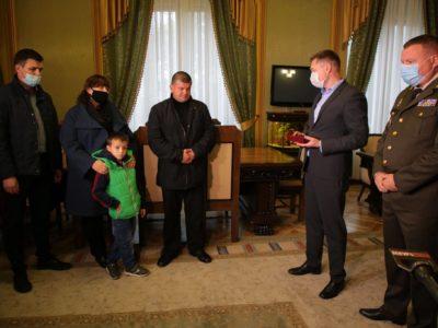 Батьки курсантів Віталія Вільхового та Ростислава Булія отримали посмертні нагороди синів