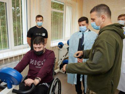 Глава держави заохочує побудову в Україні реабілітаційних центрів для учасників бойових дій
