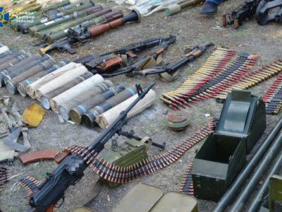 В ООС зі схронів загарбників вилучено понад 137 кг вибухівки і майже 100 тисяч боєприпасів