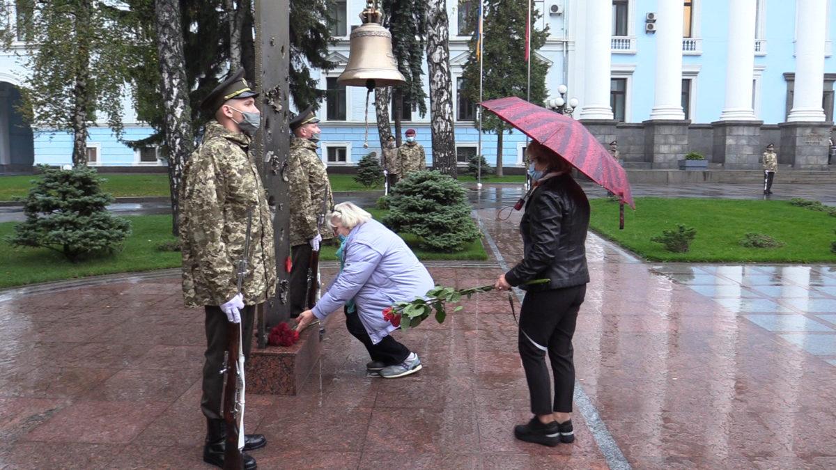 П'ять разів пролунав Дзвін Пам'яті. В Міноборони вшанували загиблих захисників України