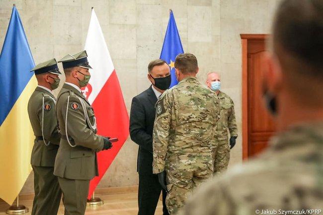 Анджей Дуда нагородив польських спецпризначенців, які навчають українських військовослужбовців
