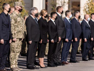 Президентське подружжя вшанувало пам'ять загиблих унаслідок катастрофи літака Ан-26