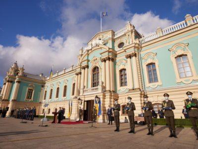 Україна прагне до встановлення миру, але дбає про обороноздатність свого війська – Президент