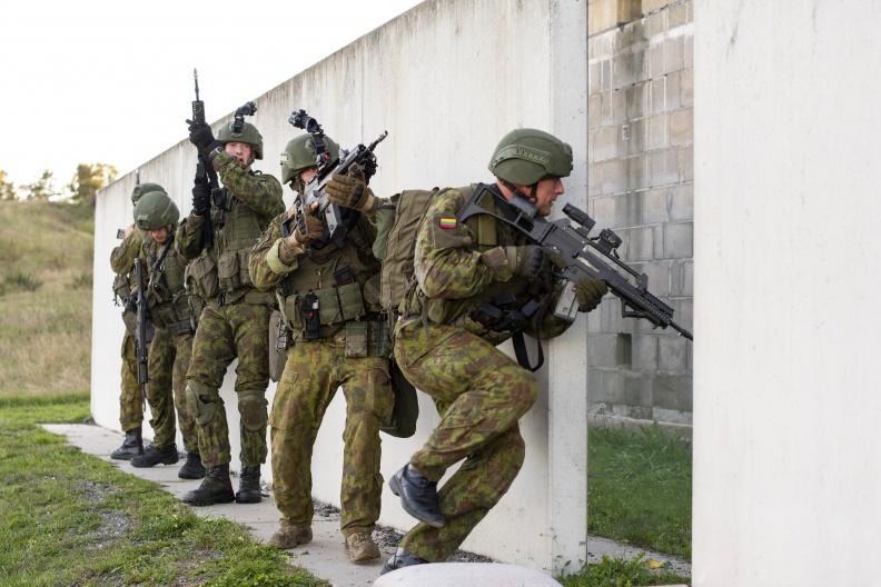 Скільки спить литовський солдат
