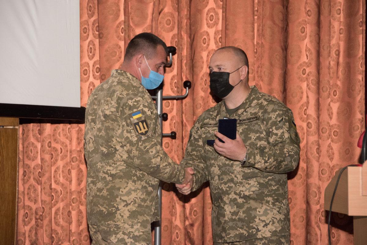 Військовослужбовців, які виконують завдання в районі ООС, нагороджено відзнаками РНБО
