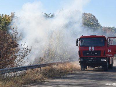 Рятувальники-пожежні продовжують приборкувати вогонь на Луганщині