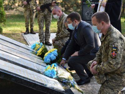 Вшановуючи пам'ять 73 загиблих на війні військових медиків…
