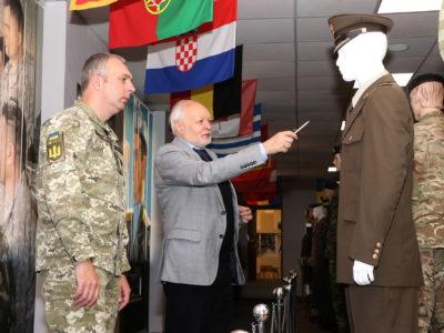 Колекція сучасних військових одностроїв армій різних країн у музеї Академії сухопутних військ чи не найбільша в Україні