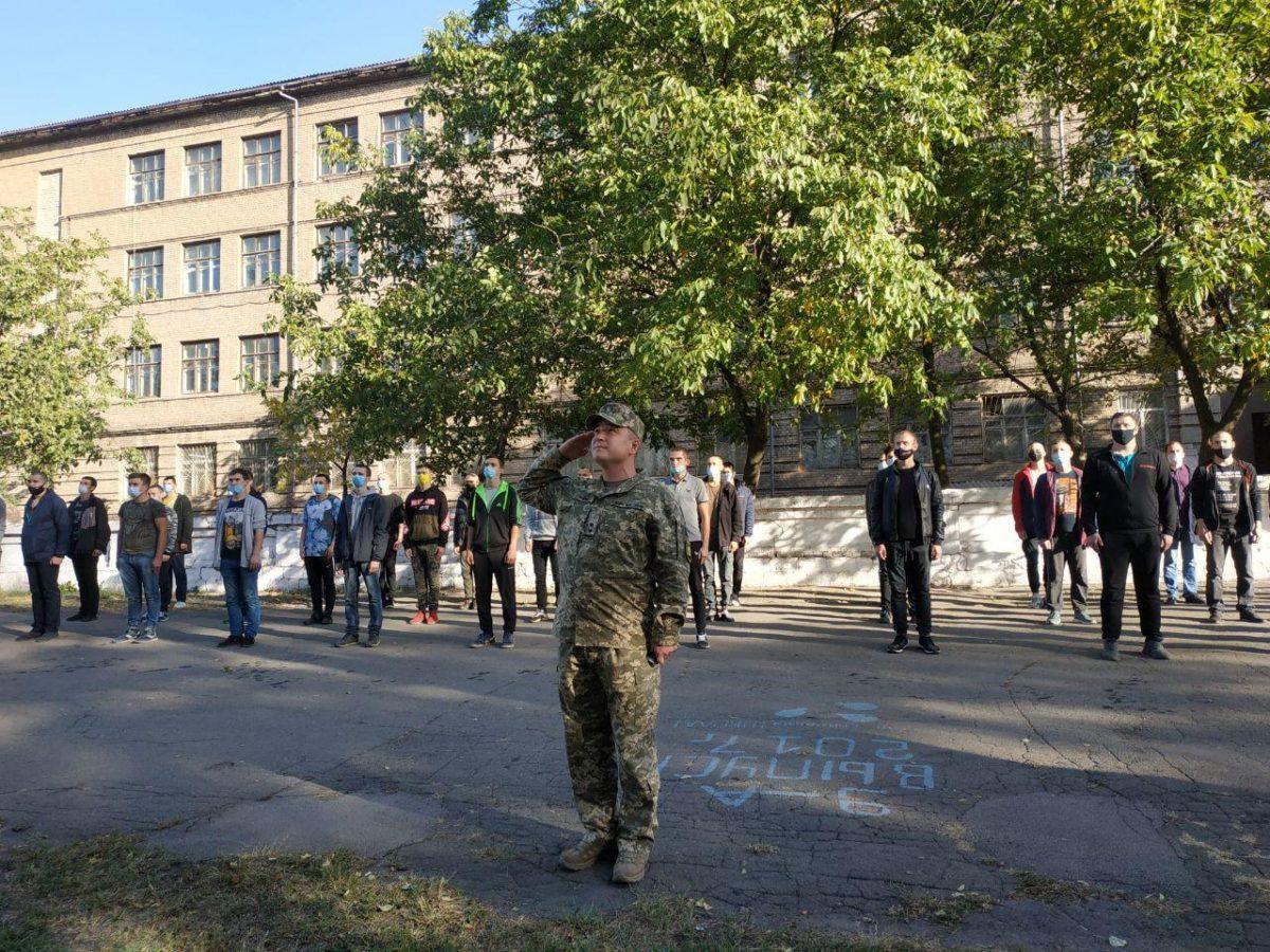 Близько 400 юнаків з Донеччини відправляться до українського війська – хто вони і чому йдуть до лав ЗСУ