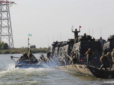 Ми будуємо українське військо, яке зможе захистити Україну на суші, у воді, в повітрі та кіберпросторі – Президент