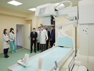 Глава держави на Донеччині: Завдання – створити п'ять медичних містечок по Україні
