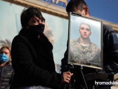 «Саша буде похований поряд із батьком. Біля екіпажу Іл-76» — мати загиблого в авіакатастрофі Ан-26 Олександра Скочкова