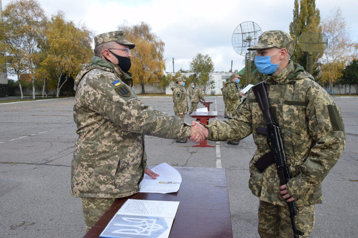 На Полтавщині близько 160 строковиків-зв'язківців склали Військову присягу на вірність Українському народові