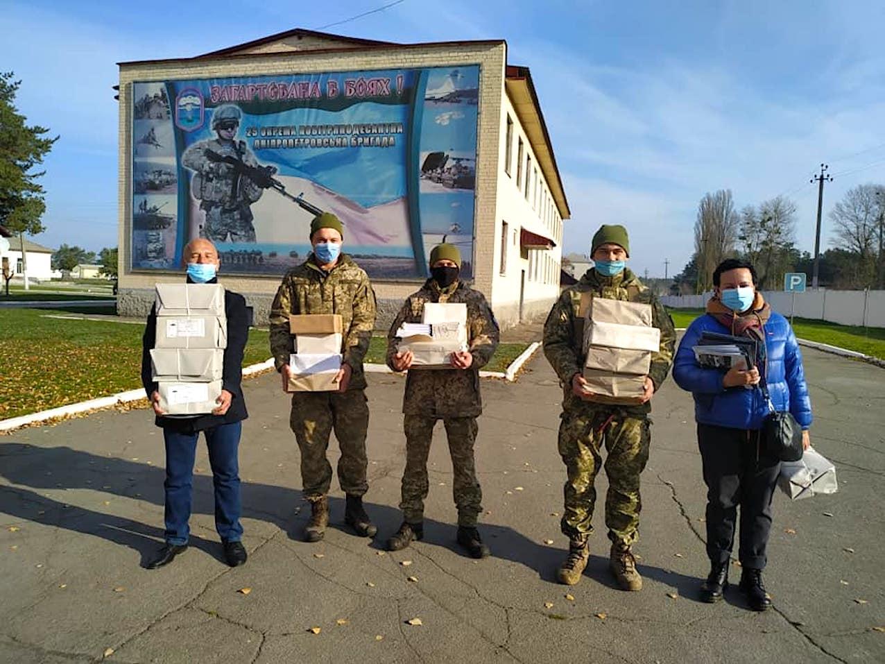 Музей АТО дарує книги захисникам України