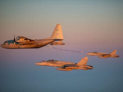 Військові льотчики Швеції та Фінляндії провели тренування із заправлення літаків у повітрі