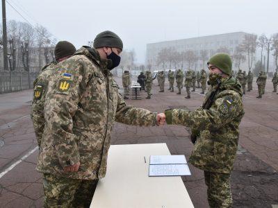 У день небесного оборонця України архангела Михаїла в Чернігові 84 юнаки склали Військову присягу