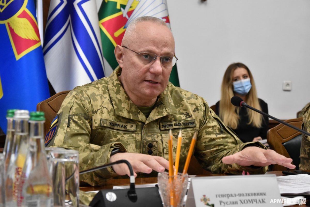 Генерал-полковник Руслан Хомчак розповів, чому повільно оновлюється парк автомобільної техніки війська