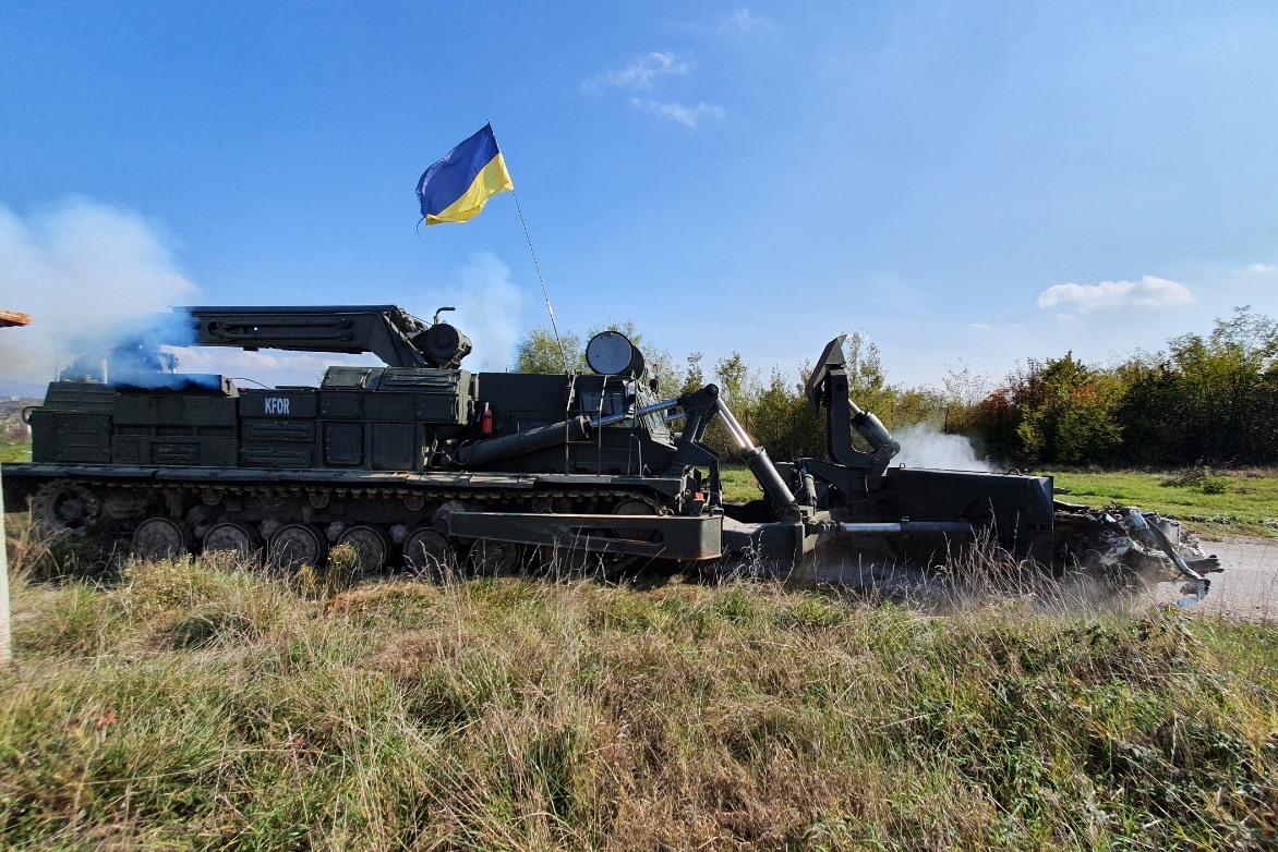 Українські військові інженери на Балканах обстежують вертолітні майданчики, відновлюють дороги й мости, будують вогневі позиції