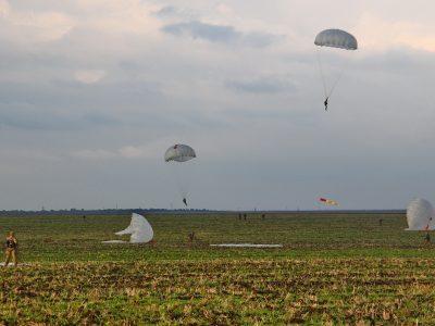 Кожен вихід на полігон завершується для курсантів-десантників та морпіхів 20–30-кілометровим маршем із виконанням тактичних, штурмових чи рятувальних місій