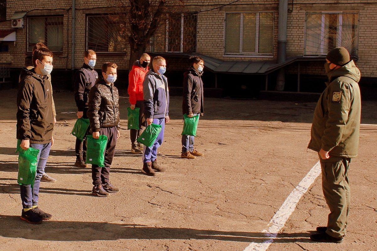 Уже майже 1000 призовників відправлено до війська з Дніпропетровщини