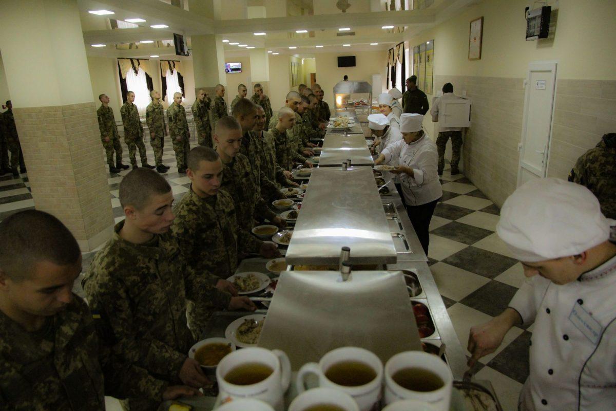 Руслан Хомчак «про бухгалтерію» солдатської кухні