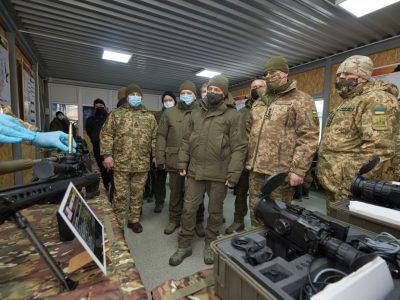 Президент України ознайомився з роботою центру підготовки Сухопутних військ «Десна»
