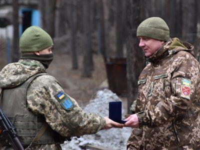 Напередодні Дня Збройних Сил України захисників нагородили на передовій