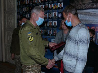 Чоловіка загиблої на сході України Яни Червоної нагородили відомчою відзнакою