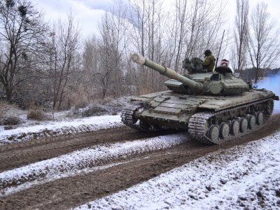 Курсанти-танкісти практикувалися у водінні бойових машин