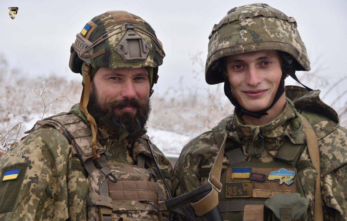 Брати по крові і зброї, Віктор та Василь, воюють на передовій