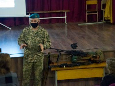 На Донеччині морські піхотинці провели для школярів урок військово-патріотичного виховання