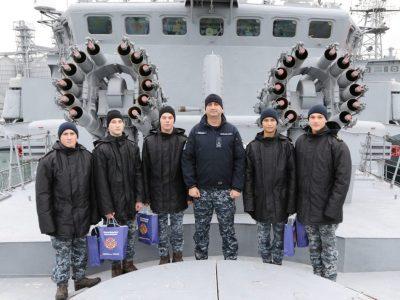 На борту фрегата «Гетьман Сагайдачний» командувач національного флоту привітав ліцеїстів з Днем святого Миколая
