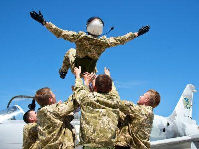 Чугуївській навчальній авіаційній бригаді – 25 років