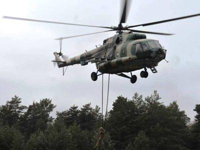 Дніпровські десантники відпрацювали безпарашутне десантування за допомогою спеціального обладнання з вертольота Мі-8