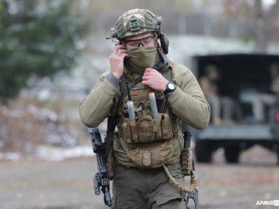 Олександр «Пушкін»: Бігати з колодою чи 20-кілограмовим рюкзаком і влучно стріляти — так тренують спецпризначенців